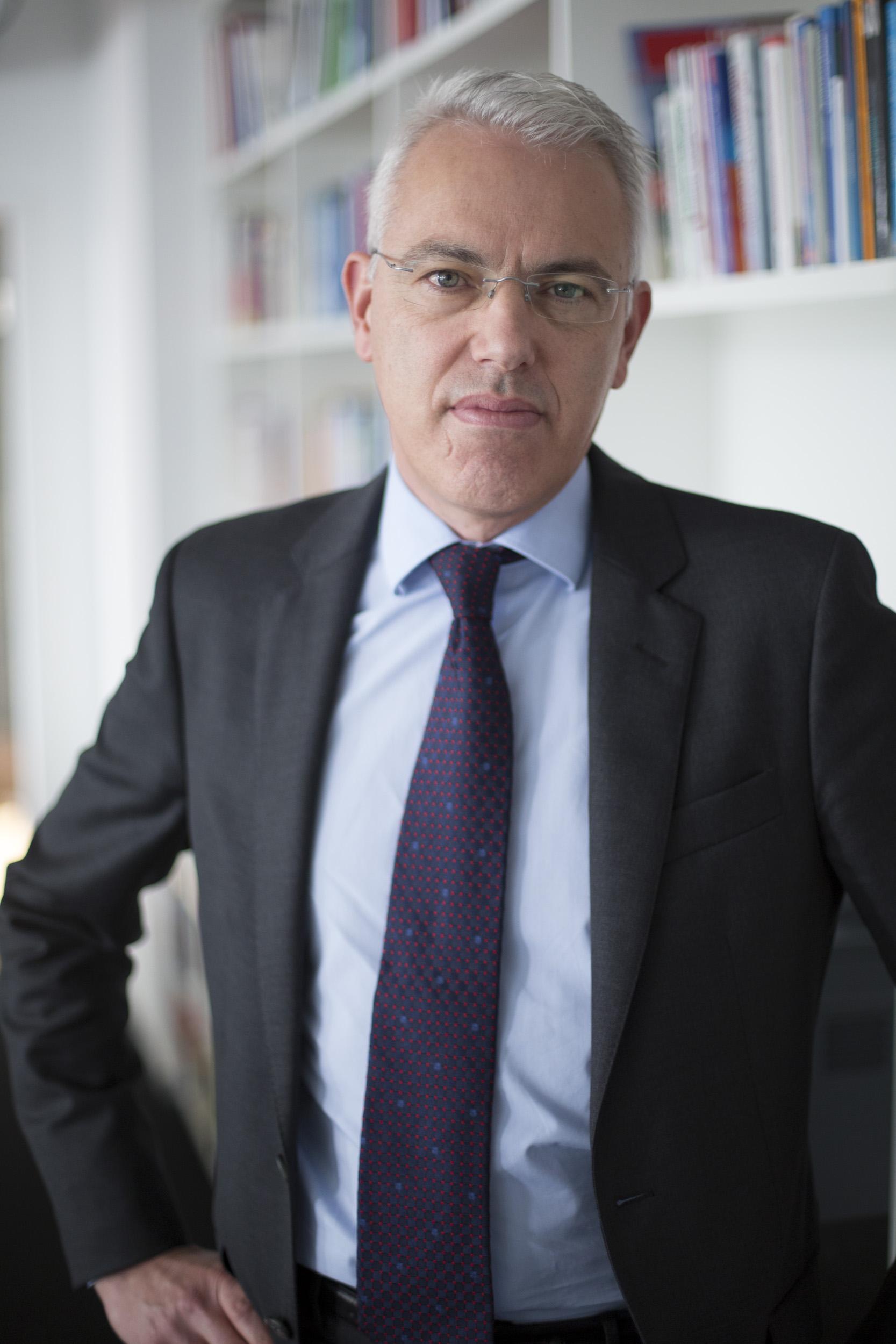 Dr. Alexander Pschera