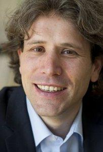 Prof. Dr. Sven Henkel im Interview: Kommunikation mit Schwerpunkt auf den Vertrieb innovativer Produkte- public-relations